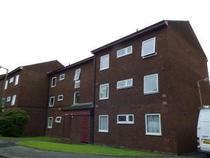 Property for Auction in Manchester - 14 Spathfield Court, Holmfield Close, Stockport, Cheshire, SK4 2RP