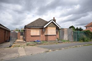 Property for Auction in Northamptonshire - 105 Yelvertoft Road, Kingsthorpe, Northampton, Northamptonshire, NN2 7TQ