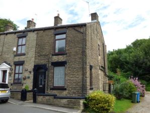 Property for Auction in Manchester - 36 Cooper Street, Springhead, Oldham, Lancashire, OL4 4QS
