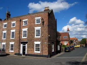 Property for Auction in Hull & East Yorkshire - 49 Highgate, Beverley, East Yorkshire, HU17 0DN