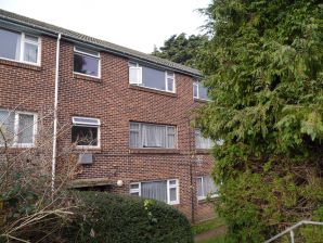 Property for Auction in Hampshire - Flat 19 Robere House, Radstock Road, Woolston, Southampton, Hampshire, SO19 2QW