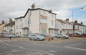 Property for Auction in Essex - Flat 6, 54 West Avenue, Clacton-on-Sea, Essex, CO15 1HA