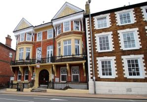 Property for Auction in Beds & Bucks - Flats 2, 3, 10, 1a High Street, Wellingborough, Northamptonshire, NN8 4HR