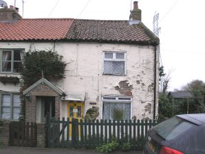 Property for Auction in Hull & East Yorkshire - First Cottage , Dunswell Lane , Dunswell , East Yorkshire, HU6 0AQ