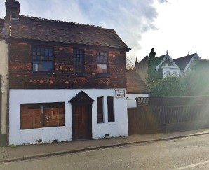 Property for Auction in London - 102 Greyhound Lane, Streatham Common, London, SW16 5RW