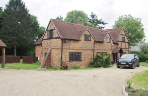 Property for Auction in London - The Old Farm & The Old Barn, Sheepcote Lane, Maidenhead, Berkshire, SL6 3JU