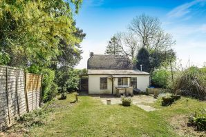 Property for Auction in Dorset - Little Thatch, Holtwood, Holt, Wimborne, Dorset, BH21 7DR