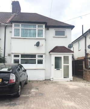 Property for Auction in London - First Floor Flat, 11 The Greenway, Hounslow, Middlesex, TW4 7AJ