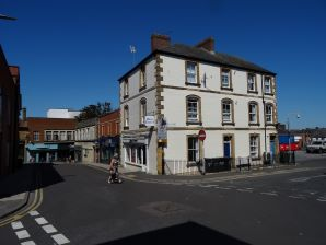 Property for Auction in Dorset - 3B Union Street & 1 Peter Street, Yeovil, Somerset, BA20 1PQ